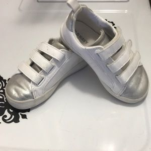 Old Navy Toddler Size 8 White/Silver Sneakers